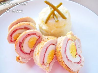 Restaurantul de acasa: Rulou de pui cu carnati si ou