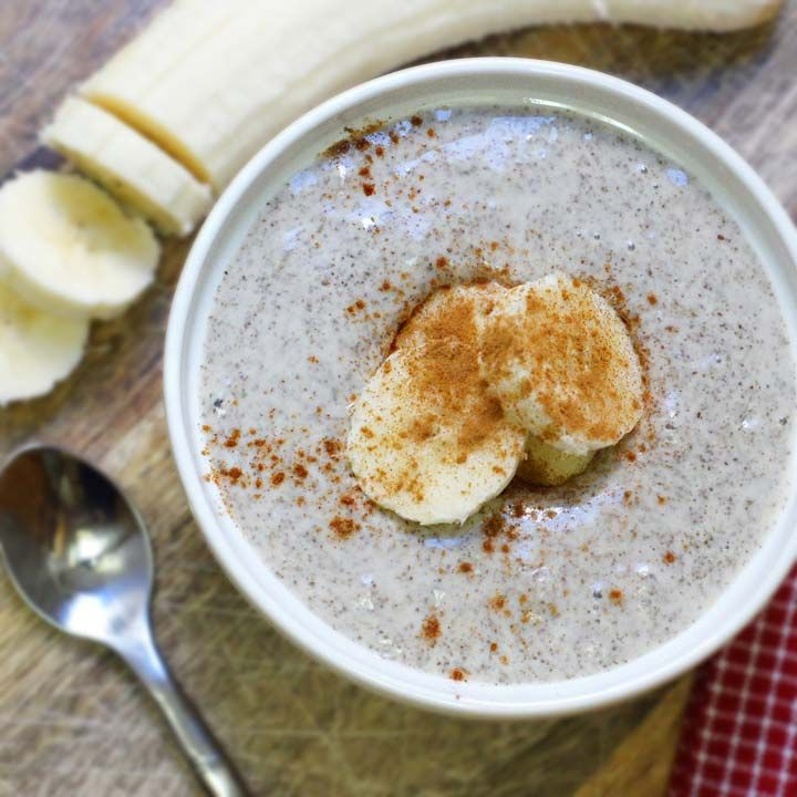 perfect to lose pregnancy weight: bowl of vanilla chia pudding with banana slices on top