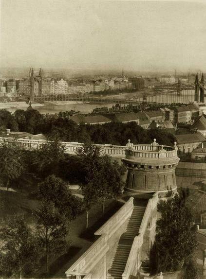 Budavári Palota várkert tornya, a régi Erzsébet híd a várból nézve