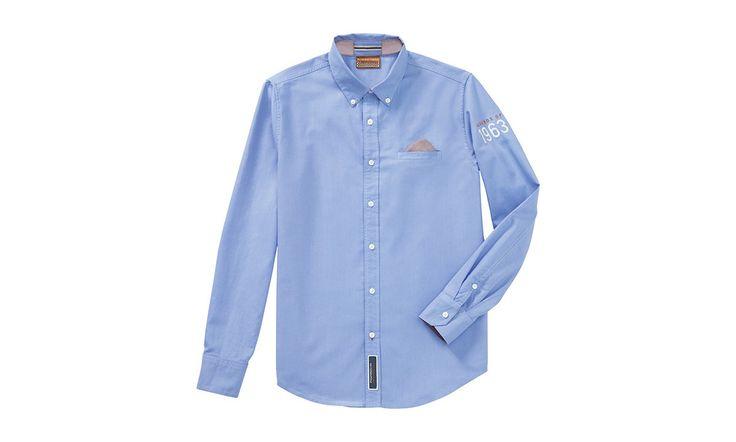 Klasyczna koszula typu Oxford z kołnierzykiem typKlasyczna koszula typu Oxford z kołnierzykiem typu button down. Wyjmowana podszewka kieszeni na piersi może pełnić funkcję poszetki. Dodatkowo koszula posiada aplikacje na karku pod kołnierzem, na ramieniu a także z przodu stylizowane na lata 60. Skład: 100 proc. bawełny.  #porscheclassic #porsche #porschecollection #classicclothes #koszula #męska #poznań #męska #moda