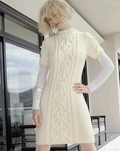 Теплое платье с коротким рукавом