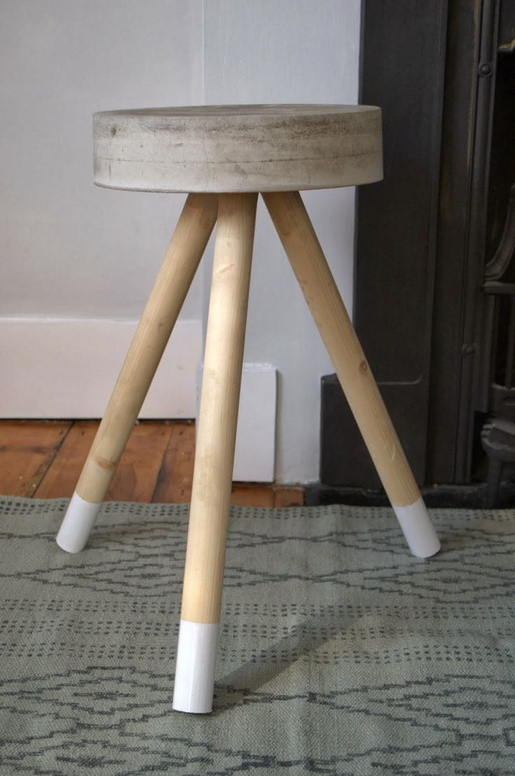 DIY Concrete stool. Today I am sharing a tutorial on how I made this easy concrete stool.