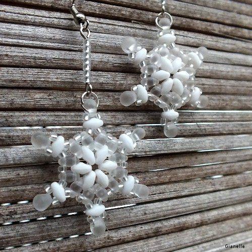 * Sněhové vločky - free pattern;  Superduo's (color A); 11's; Drops