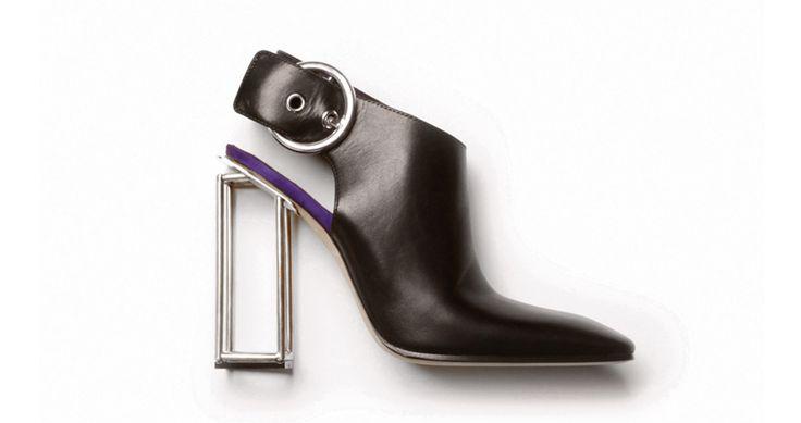 Céline http://www.vogue.fr/mode/shopping/diaporama/les-30-chaussures-stars-de-la-saison-printemps-ete-2014/17433/image/930527#!celine-chaussures-stars-du-printemps-ete-2014
