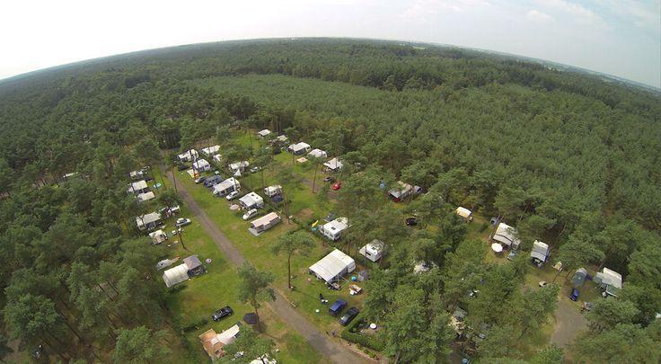 Camping De Scheepsbel ligt aan de rand van de prachtige Veluwe en is centraal gelegen. Nieuwsgierig geworden? Bekijk onze website!