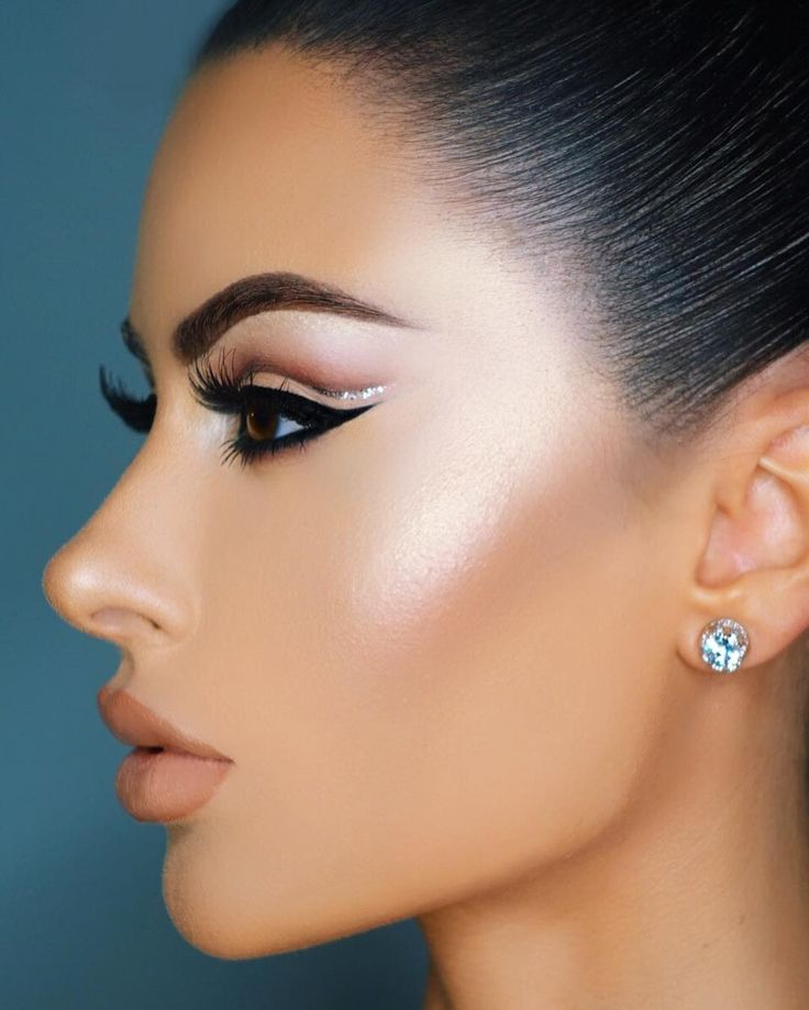 IG: amrezy  Let your light shine so brightly that others can see their way out of the dark  | #makeup