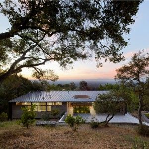 Retirement+house+by+Schwartz+and+Architecture+nestles+into+a+hillside+above+Silicon+Valley