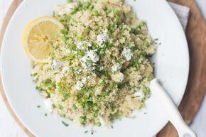 Ik ben geen fan van couscous maar deze Groene Couscoussalade met basilicumvinaigrette is hemels. Fijn als bijgerecht, lunch, of bij de bbq. En gezond!