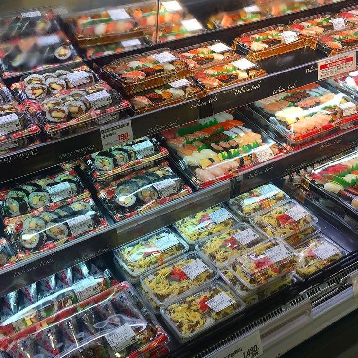 Обожаю сусичные отделы японских супермаркетов: на любой вкус и кошелек #глазаразбегаются #суси #суши #роллы #сушисуши #рыба #обед #офиснаяжизнь