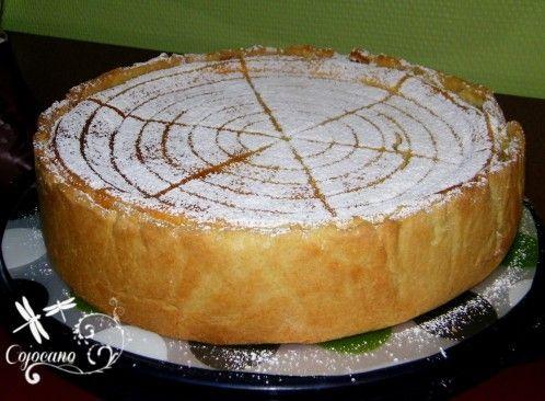 Je sais je sais, je ne blogue pas beaucoup ; mais le me rattrappe aujourd'hui avec cette recette que je ne peux pas garder pour moi. Cette tarte est excellente, et sa texture parfaite, vraiment très aérée. Quand on croque dans l'appareil à fromage blanc...