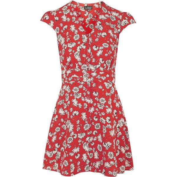 TopShop Petite Daisy Dress (2,095 THB) ❤ liked on Polyvore featuring dresses, red, petite dresses, red tea dress, button dress, daisy dress and daisy-print dress
