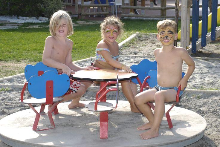 In giostra!! divertimento assicurato.  www.campingspiaggiamare.it