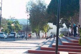 Vandalizan Hemiciclo a Juárez en Huajuapan por muerte de conductor comunitario