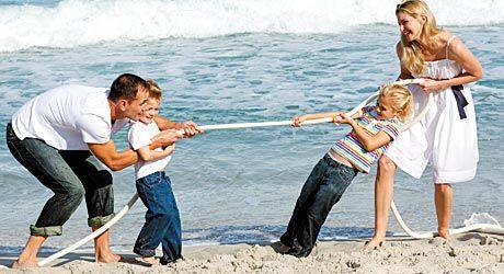Competitie intre mama si tata | REVISTA BABY: Pentru părinti și copii