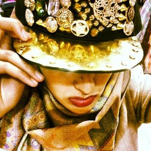 -The less you reveal, the more people can wonder. #snapbacks #hijabiswag #hijabstyles #hijabifashion #golden #attitude #accessories