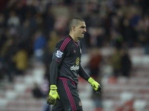 Sunderland goalkeeper Vito Mannone 'to join Reading in £2m deal'