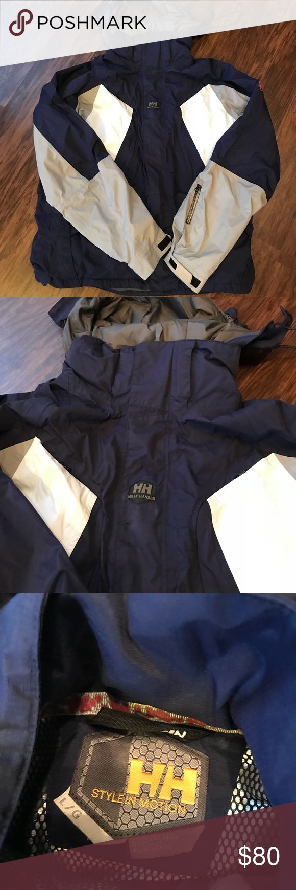 Helly Hansen ski jacket Helly Hansen ski jacket. Thermal foil and Mesh lined, waterproof and breathable with hood. Very good used condition. Helly Hansen Jackets & Coats Ski & Snowboard