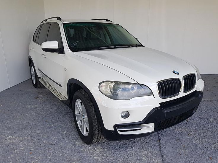 Featuring a powerful 3.0L turbo diesel engine with automatic transmission. This BMW X5 wagon is in very good condition and has an exceptional mechanical inspection report. #UsedCars #CarsForSale #Automatic #4x4 #SUV #BMW #X5 #E70 #WhiteCars #BMWWhite