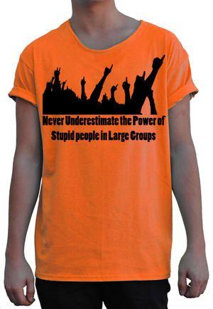 T-shirt från theTshit - NEVER UNDERESTIMATE