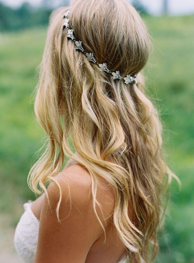 Pretty bohemian bridal hairstyle: http://www.stylemepretty.com/new-york-weddings/rhinebeck/2016/03/02/rustic-elegant-bohemian-upstate-new-york-wedding/ | Photography: Charlotte Jenks Lewis - http://charlottejenkslewis.com/