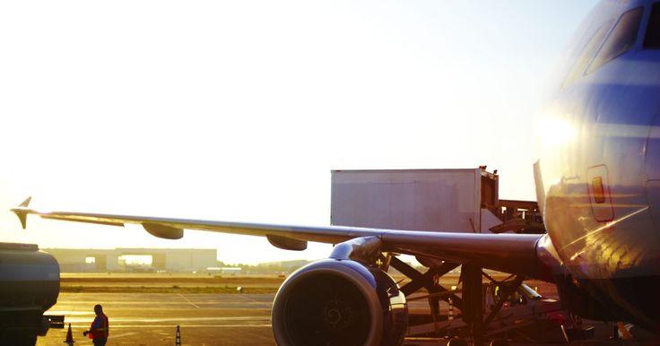 Como calcular o tempo de voo. Calcular o tempo de voo é um pouco mais complicado do que calcular o tempo de viagem por terra, mas, mesmo assim, é uma conta relativamente simples de ser feita. Calculadoras eletrônicas podem fazer isso por você, mas é bom entender o cálculo antes de confiar em tais aparelhos. Ele desempenha um papel importante em qualquer plano de voo. Você ...