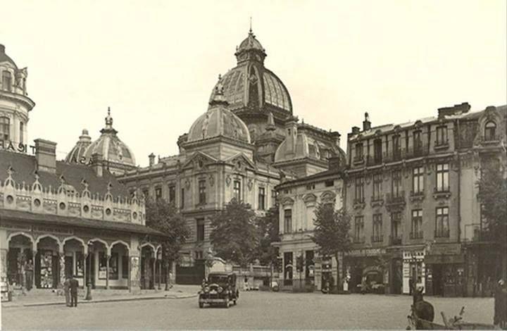Piața și Casa (Pavilionul) Anticarilor, anii 30 Pavilionul va fi amenajat la mijlocul anilor 20 și demolat prin 1943 la ordinul primarului de atunci, generalul Ion Rășcanu, în spațiul delimitat de Palatul CEC, Vama Poștei și Hotel de France. (azi, spațiul este ocupat de clădirea BCR și o parte din str. Mihai Vodă)