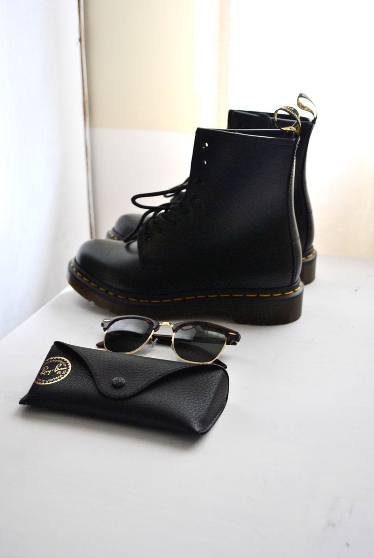 Doc Martens - Ray-Bans. I would totally get some ray bans if I had contacts. Soooon. Not to mention, those docs are beauuutiful.