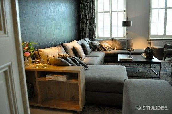 grijze hoekbank bij interiors dmf in zeist   Fotografie STIJLIDEE Interieuradvies en Styling