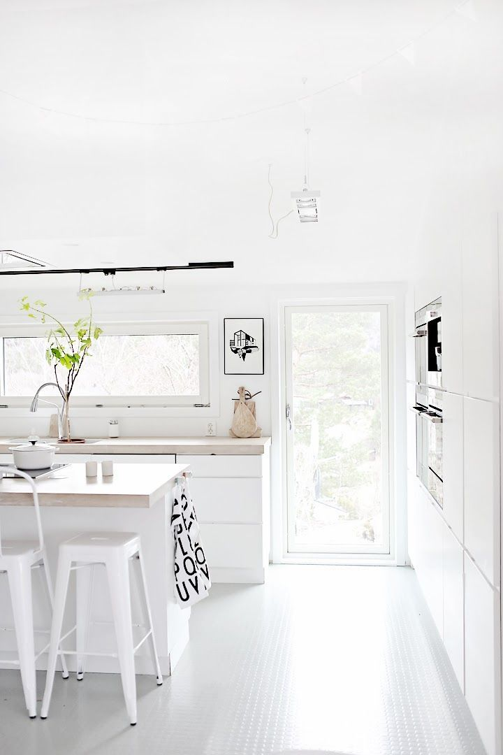White Kitchen, Timber Look Benchtop