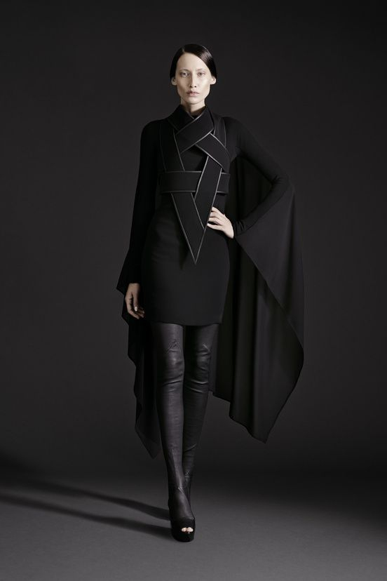 @GarethPugh @PFW @2015  A truly astounding costume in black wool, and even with the Celtic detailling, it's a knockout.
