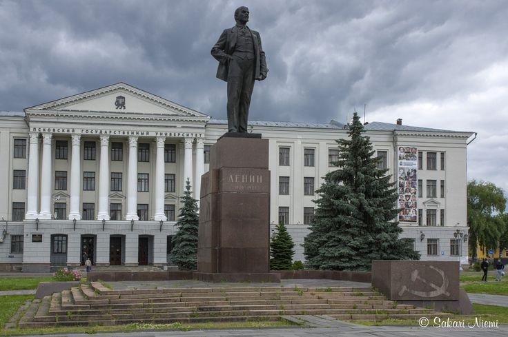 RU_150625 Venäjä_0138 Lenin Pihkovan yliopiston edessä Pihkovan oblastissa