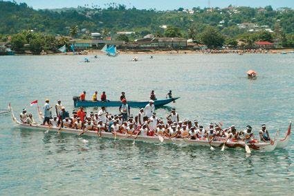 Arumbae Manggurube is a traditional Maluku boat race. Arumbae is a traditional boat that was once used as a war vessel. It takes around 30 strong men to paddle the Arumbae.
