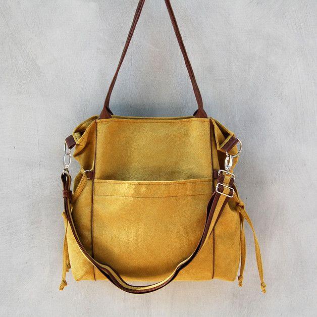 AMBER - to duża, praktyczna torba, typu shopper. Idealna na prawie każdą okazję. Torebka uszyta jest z alkantary lub z tkaniny o splocie plecionki, wykończona elementami z ekoskóry. Posiada dwie...