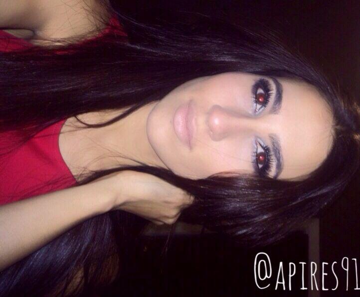 -- Make up look • Foundation: Chanel • Eyes: Urban Decay Holiday Pallet • Blush: Mac • Lips: Mac Oak Lip Liner w/ Myth Lip Stick
