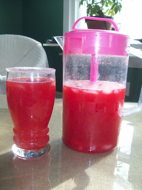 copycat raspberry lemonade from Cheesecake Factory... never had it, but it looks delish