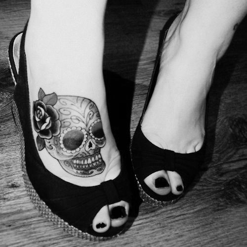 Amazing Skull tattooTattoo Placements, Tattoo Ideas, Sugar Skull Tattoo, Tattoo Pattern, Feet Tattoo, Tattoo Design, Body Modifications, Tattoo Ink, Flower Tattoo