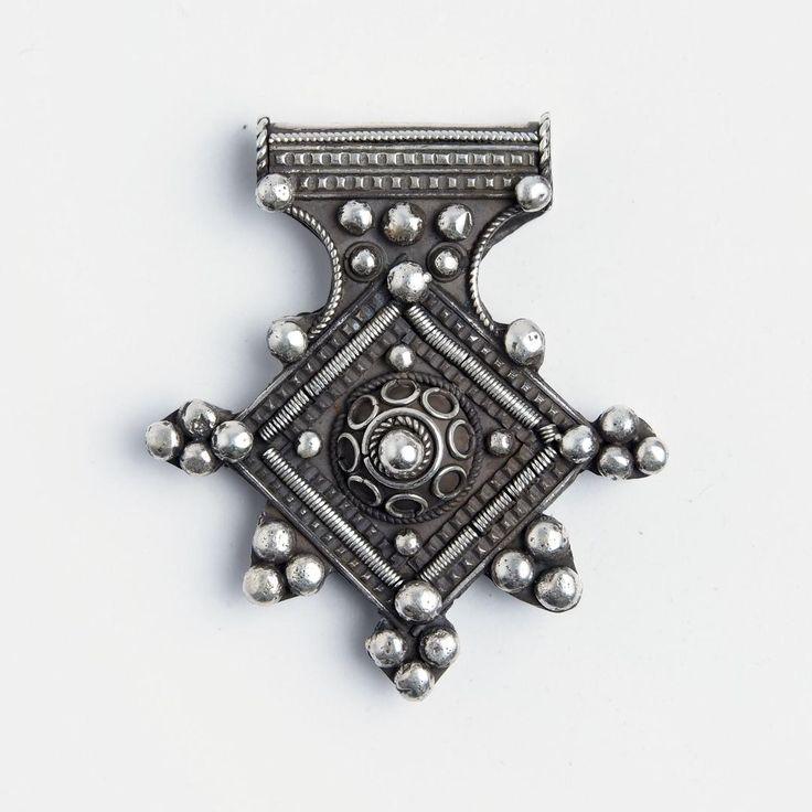 Amuletă cruce de Goulimine, argint, Maroc #metaphora #morocco #silverjewelry #silverjewellery #pendant #amulet