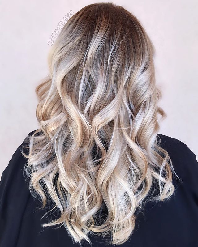 Rooty California blonde ☀️ TONING TIP- To make toners last longer, formulate at the desired level you want to be and tone for the full processing time. A lot of stylists only tone for a few minutes at the bowl with a really intense toner. While this delivers great results, often they are fade super quick since the color didn't get to fully process.  #constancerobbins . . . #btconeshot #btconeshot_ombre16 #btconeshot_haircolor16