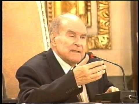 """1ª Conferencia del Curso 2002, """"Cambio de siglo"""", organizado por Fundes (Fundación de Estudios Sociológicos). Dirigido por Julián Marías. Último curso que dirigió antes de su fallecimiento."""