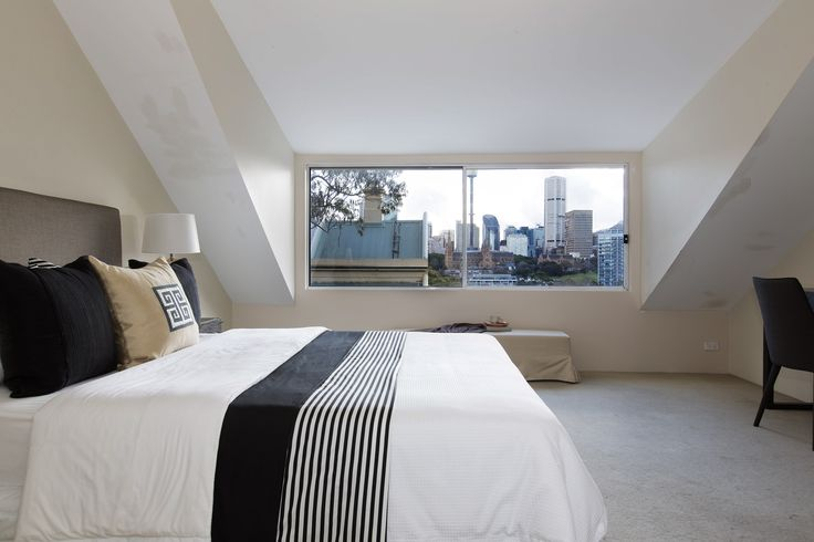 Set beside the CBD, Harbour & Sydney's best dining, this terrace house offers a amazing bedroom views | 92 brougham Street, Potts Point