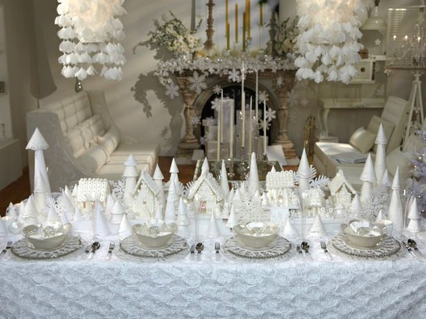 Sandra Lee Tablescapes  Christmas  This wintry pearl of a creation brought dreams of a white Christmas with Sandra's beautiful snow-hued tablescape.
