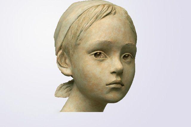 BERIT Artiste Norvégienne, Bérit sculpte des petites filles en bronze , présente…