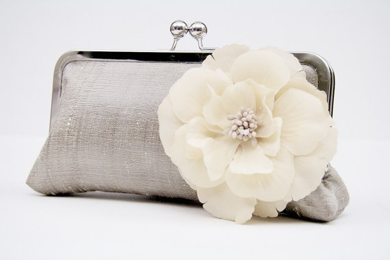 clutch ?Clutches Options, Pretty Dreamy, Flower Pin, Flower Embellishments, Feelings Crafty, Clutches Bags, Etsy Finding, Embellishments Clutches, Clutch Bags