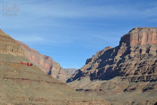 Vuelta abierta: Cañón del Colorado (EE.UU.) El Cañón del Colorado está situado en el norte de Arizona (EE.UU). A esta escarpadísima e impresionante garganta formada por el río Colorado se puede llegar en diversos medios de transporte, incluso hay excursiones de senderismo para los más atrevidos.