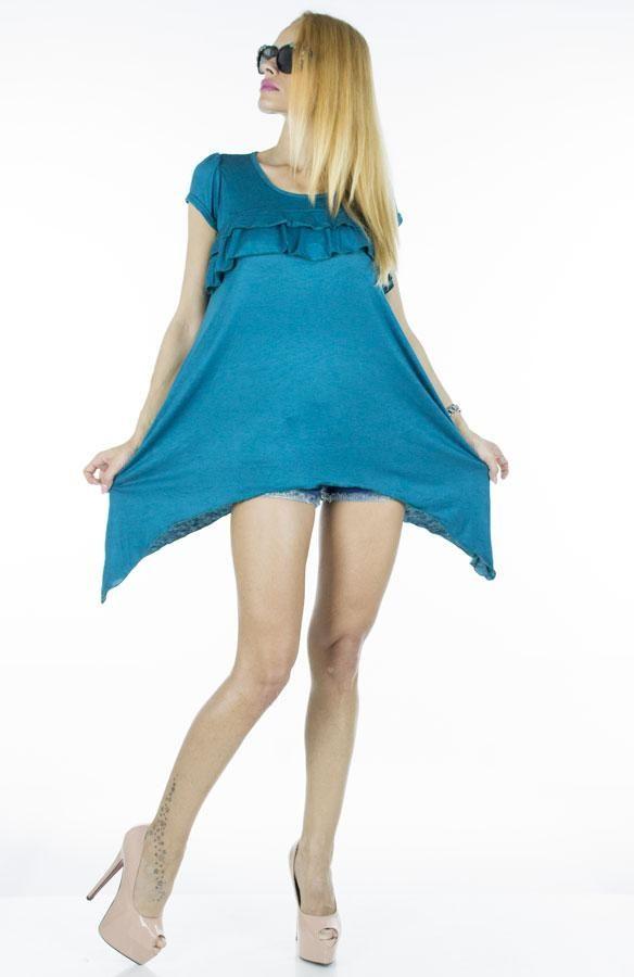 Bluza Dama Star Turquoise  -Bluza dama cu taietura moderna, asimetrica  -Design cool  -Poate fi purtata la diferite ocazii     Lungime: 65cm  Lungime colt: 95cm  Compozitie: 100%Bumbac