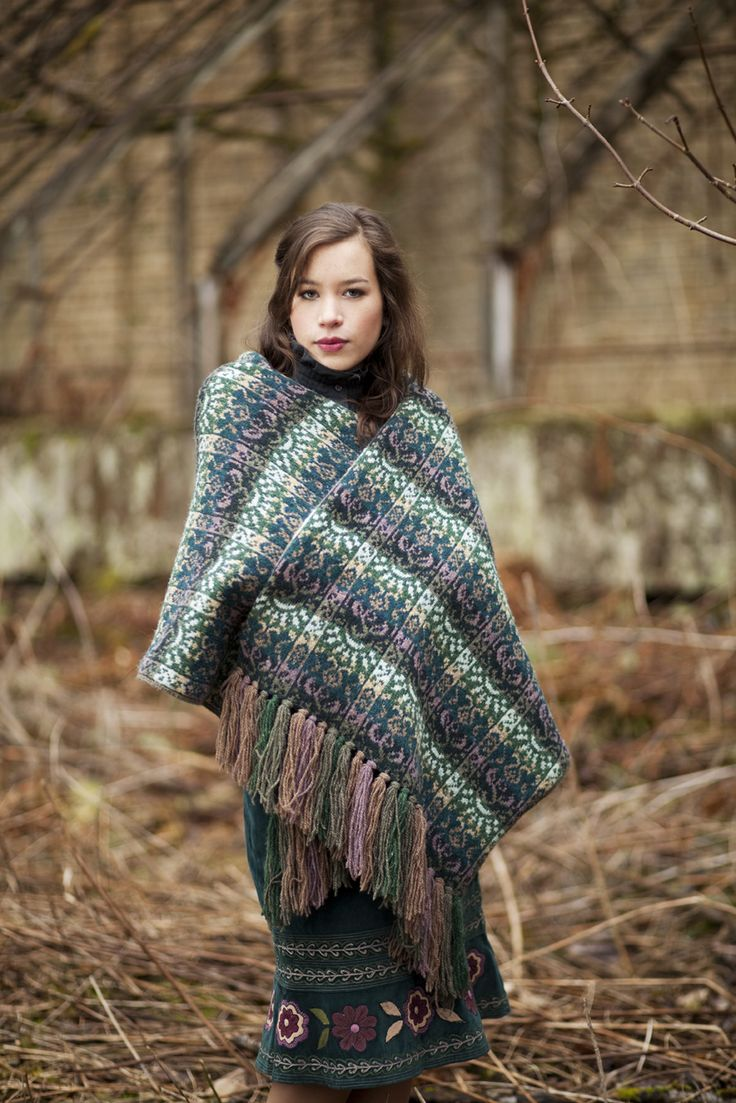 Rheingold Wrap. Jade Starmore www.virtualyarns.com Fair Isle Knitting stranded