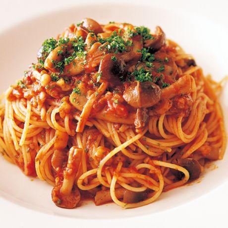ミックスきのこのトマトソーススパゲッティ | 片岡護さんのパスタの料理レシピ | プロの簡単料理レシピはレタスクラブニュース