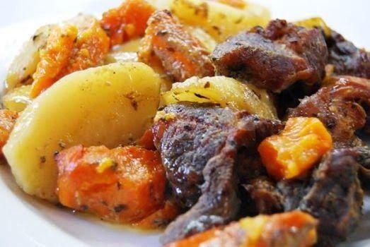 H μάνα του ... λόχου: Χοιρινό στη γάστρα με πατάτες και γλυκοπατάτες