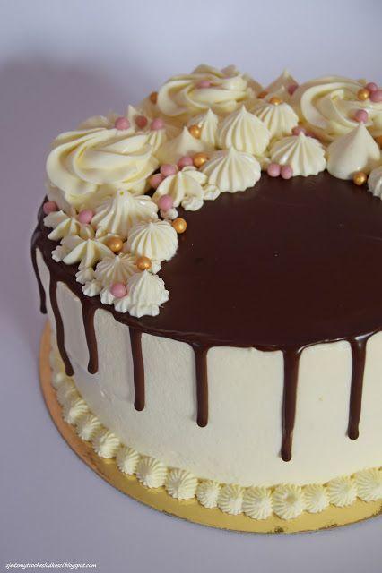 Tort z czarną porzeczką i kremem ajerkoniakowym