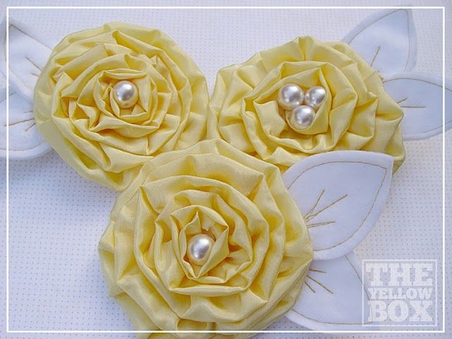 ruffled flower with stitched leaves: Creamy Yellow, Flower Tutorials, Fabrics Flower, Yellow Boxes, Kiki Create, Flower Clips, Handmade Flowers, Boxes Handmade, Yellow Flower